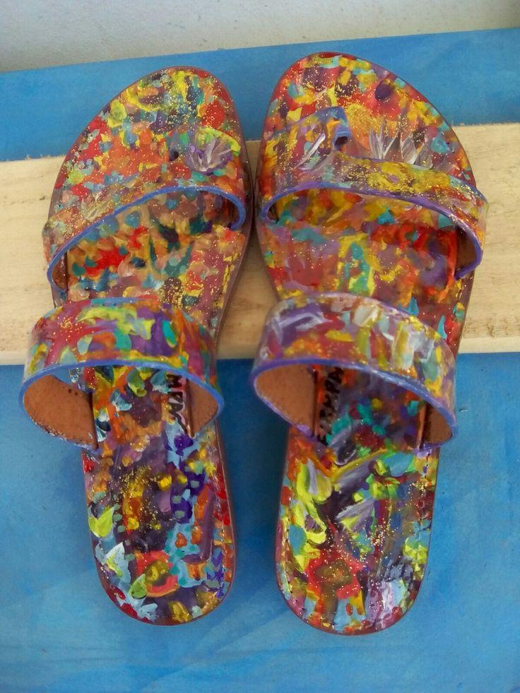Δερμάτινα σανδάλια ζωγραφισμένα στο χέρι,με οικολογικά κ ανεξίτηλα χρώματα.Το κάθε Ανδαλουσία είναι μοναδικό κ δεν επαναλαμβάνετε.