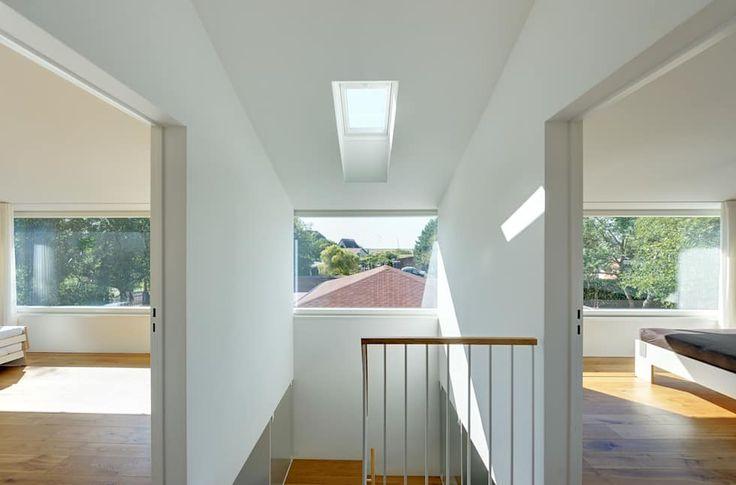 Ferienhaus mit Holzfassade: moderner Flur, Diele & Treppenhaus von Möhring Architekten