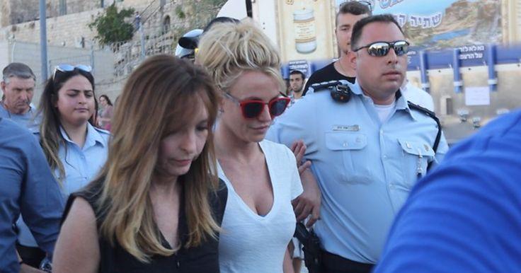 Бритни Спирс отменила встречу с премьером Израиля из-за фанатов у Стены Плача