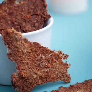 En lækker og nem snack og en skøn måde at bruge en rest havregrød ved at lave disse lækre og sprøde havregrødschips - få opskrift her