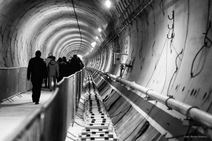 https://flic.kr/p/PbiCw7 | Tunelul metroului Bucuresti, statia Favorit. | Prin tunelul metroului Bucuresti, statia Favorit, cartier Drumul Taberei.