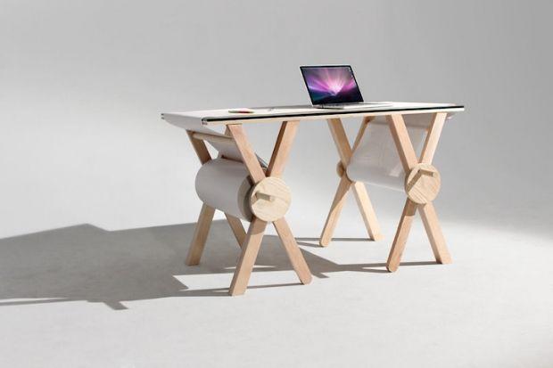 Biurko z rolką papieru | Analog Memory Desk - CzytajNiePytaj - Magazyn Online. Sztuka, Moda, Design, Kultura