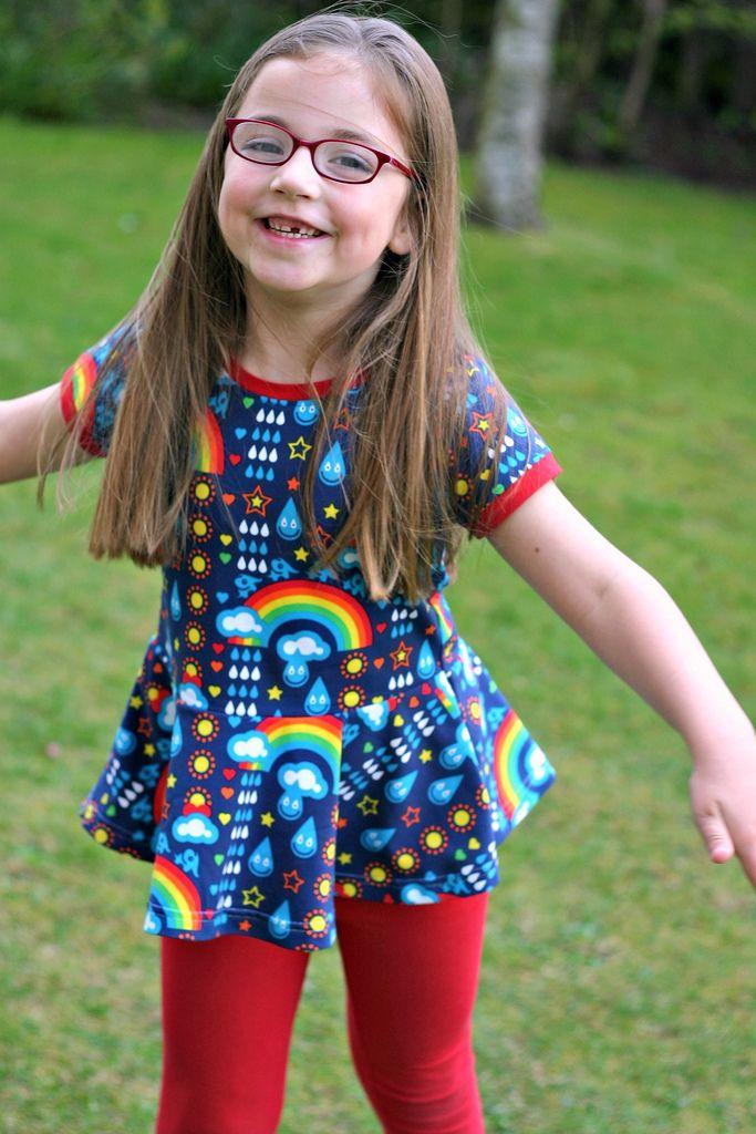 Lovely Skater Kleid Peplum Pattern Hack macht aus einem einfachen T Shirt ein zauberhaftes Top