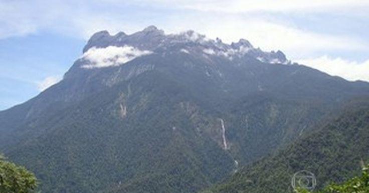 Mais de 100 alpinistas estão presos no topo de uma montanha na Malásia