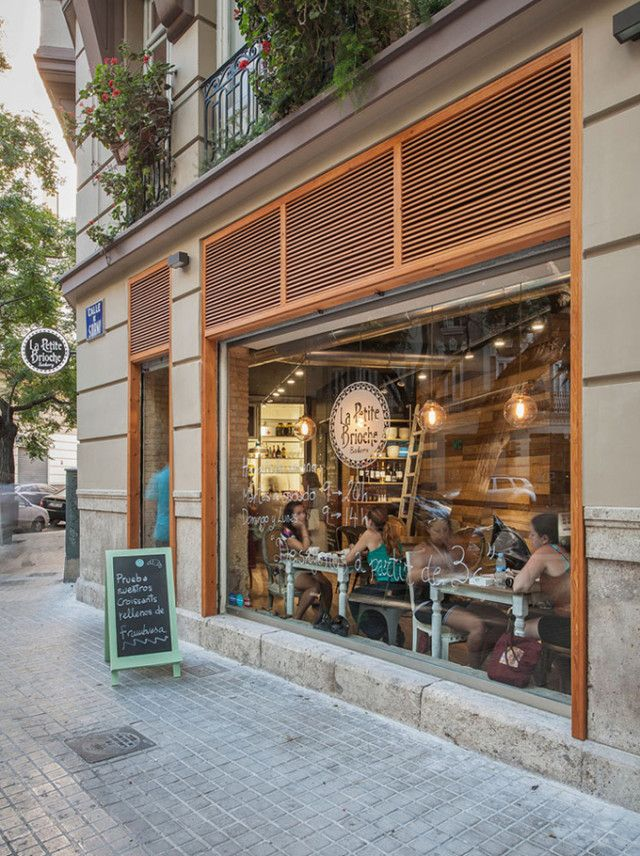 Le Petite Brioche Coffee Shop in Valencia