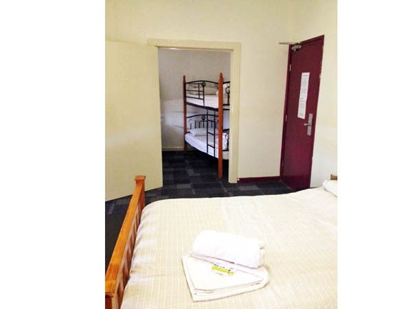 Family Accommodation Blue Mountains : Single Bedroom and multiple Bedroom.