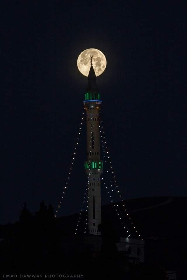 صورة قمر ليلة الـ ١٦ من رمضان كما ظهر في سماء قرية الجديدة جنوب جنين Space Needle Landmarks Ramadan
