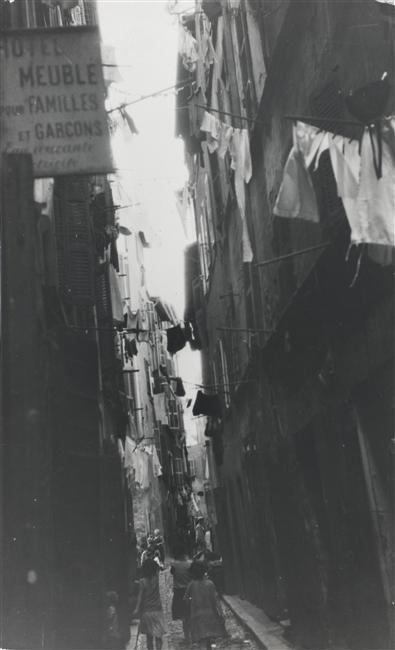 Germaine Krull - Joyless street (Marseille, 1926)
