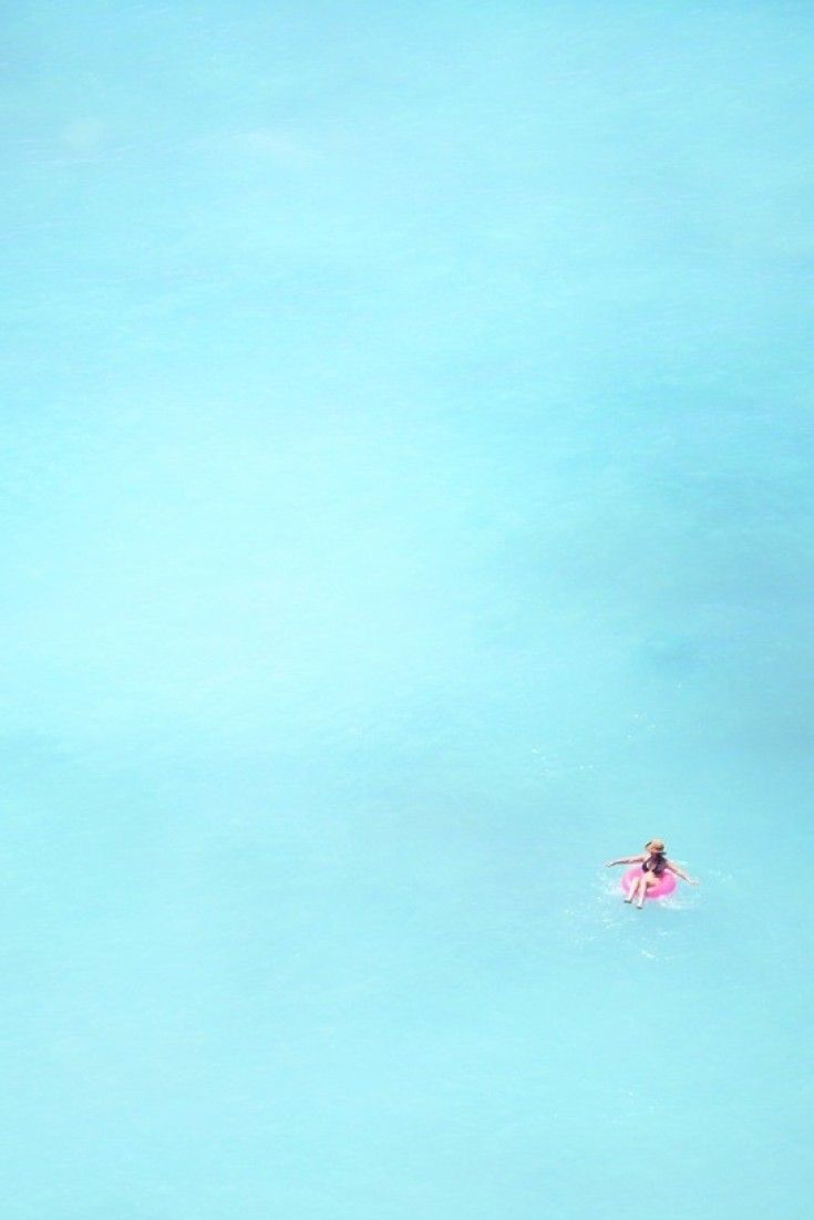 Calming photos of Waikiki bring us to our happy place