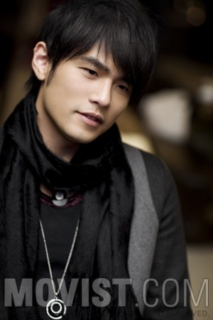 I have this not-so-secret obsession with emo-asian men.  I can't dreally put my finger on it - but Jay Chou has really great hair!