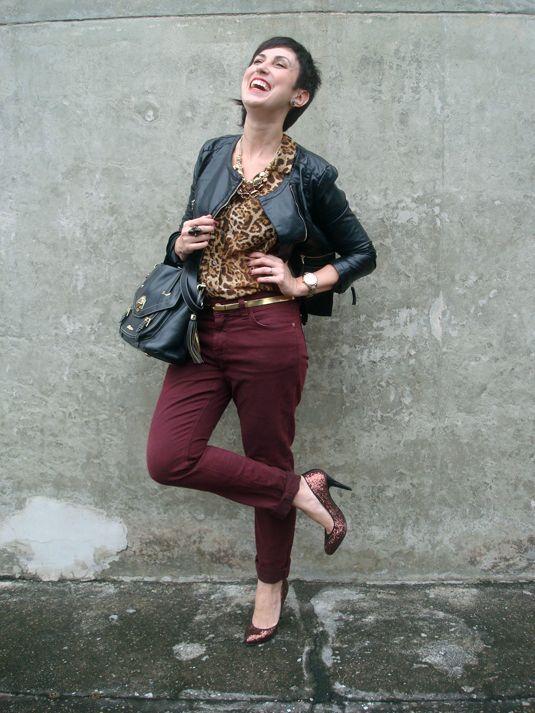 Ana veste: Blusa Afghan que ganhei da marca Calça Renner - 79,90 Relógio Dumont linha V.I.P Cinto da Feira Hippie de BH - 10,00 Sapato Santa Lolla - 170,00