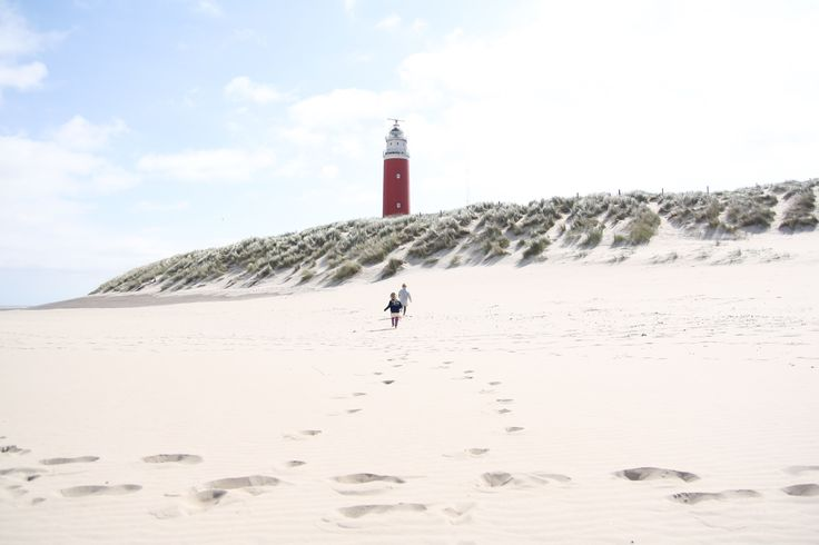 Cato and Dide visiting the Texel Lighthouse - www.petitloublog.com