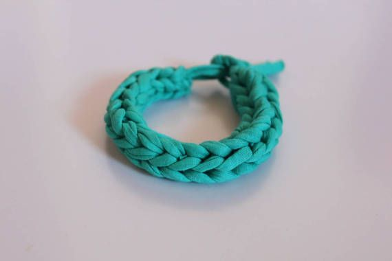 Green turquoise T-shirt yarn bracelet by EndlessknotByAgnes