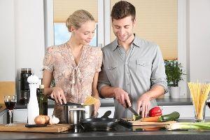 Homeplaza - Wohntipps für die Küche - Arbeitshöhe, Licht und solide Materialien