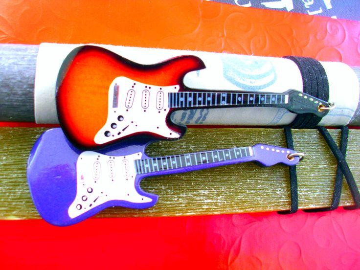 λαμπάδεςμε κιθάρες στο http://amalfiaccessories.gr/lampades-2015/
