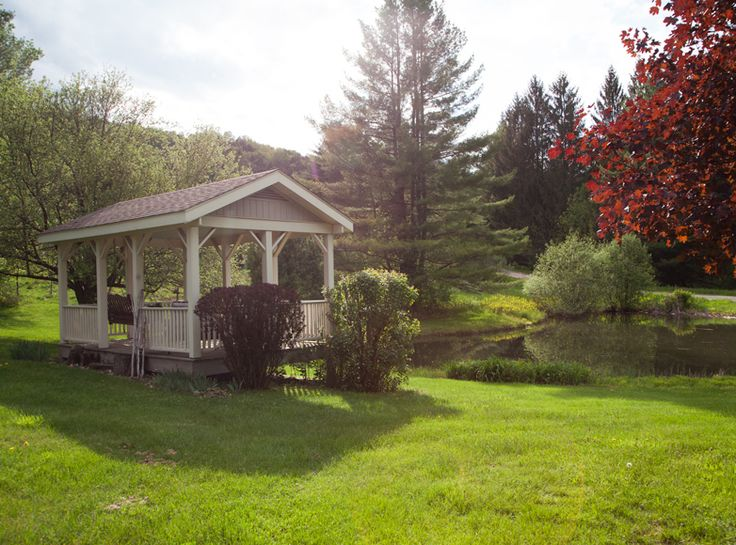 Quintessential Vermont bed and breakfast for sale with 16 acres in the active Mad River Valley.