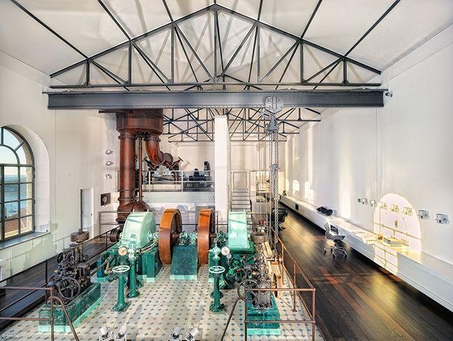Loft industriel avec machines dépoque