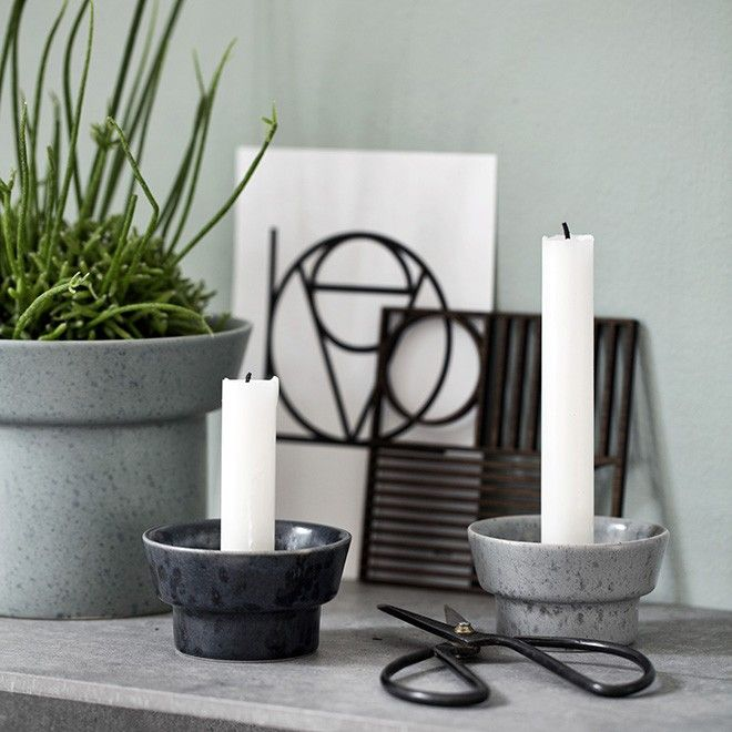 The moonlight blue Arhøj candle holder in the Ombria range features a heavily textured glaze. The glazes are carefully applied by hand, which gives each individual holder its very own unique look. Create dynamism in your décor with this rough stoneware range, whose colours and expression were inspired by the Scandinavian countryside with its deep forests and long, wild coastlines.