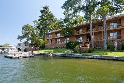 Country Inn Lake Resort — on beautiful Lake Hamilton, Hot Springs, Arkansas
