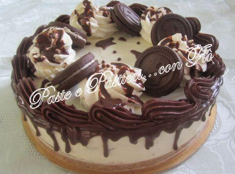 Cheesecake Ringo con Formaggio Spalmabile, Panna Montata e Glassa al Cioccolato