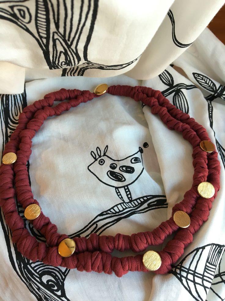 Collana fettuccia annodata e bottoni.  recycled T-shirt necklace