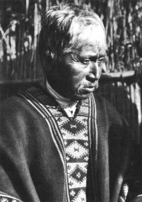 Cacique con su poncho tradicional Mapuche
