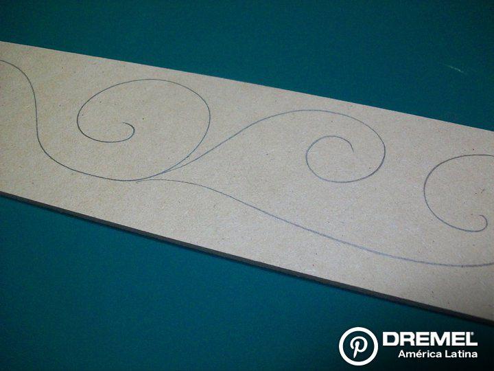 Paso 1) Realizar el diseño sobre el MDF con lápiz. Será nuestra guía para realizar el grabado.
