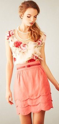 What a simple and sweet outfit!: Floral Tops, Fashion, Floral Patterns, Scallops Skirts, Style, Wavy Hair, Colors, Pearls, Spring Outfits