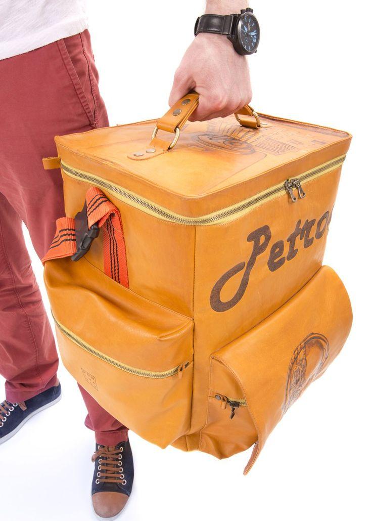 Technical Specifications: Weight: 2.5 kg (5,8 lb) Interior compartment size: 44 cm x 37 cm x 23 cm (18 inch x 15 inch x 9 inch) Number of exterior pockets: 4 zippered  Transportation: handle on the cover, a shoulder strap, strap for suitcase. #dj #bolsa #controlador #vinilo #cuero #personalizado #MIDI #akai #auriculares #club #equipo portátil #caso #el #transporte