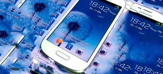 Hoy Samsung ha presentado en Frankfurt el Galaxy S III mini, una versión reducida en tamaño y prestaciones de su superventas Galaxy S III. Procesador STE U8420 de doble núcleo a 1Ghz, 1GB de RAM, alamcenamiento interno de 8GB o 16GB (ampliable vía microSD) y una pantalla Super AMOLED de 4 pulgadas con resolución WVGA de 800 x 480 píxeles.