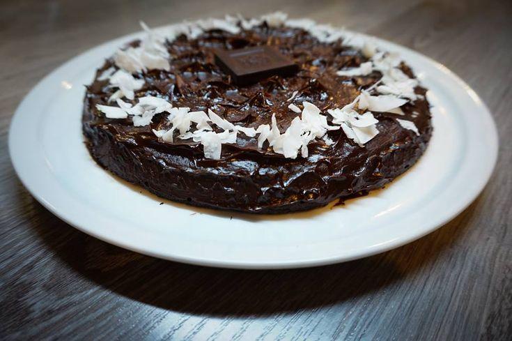 Egy kedves, tündéri, paleo életmód felé kacsintgató ismerősömet készülök meglepni egy finom paleo tortával. Előtte ...
