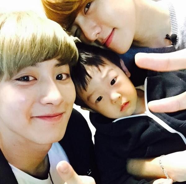 Exo Chanyeol and Baekhyun with Lee Seojun the twins superman returns