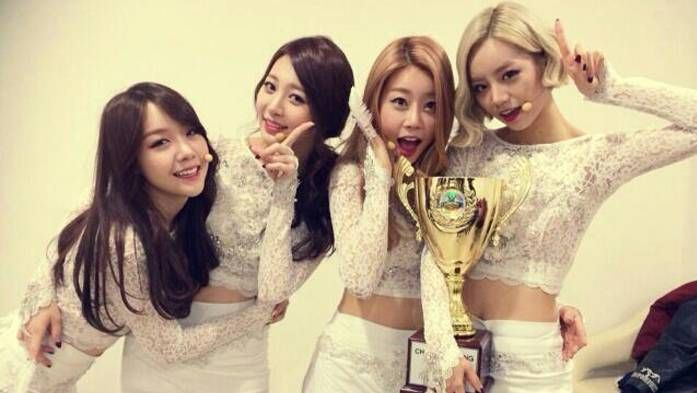 Girl's Day wins on 'Show Champion' this week with 'Something'! | http://www.allkpop.com/article/2014/01/girls-day-wins-on-show-champion-this-week-with-something