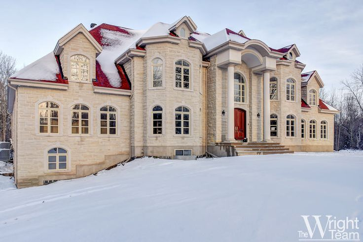 Welcome to this exquisitely designed and finished home located at the end of a sought after street in Rideau Forest. The grand foyer opens into an airy, light-filled space with vistas of the rear garden beyond. The sweeping hardwood staircase, with custom wrought-iron work, has a stately architectural presence and each room flows from the centre hall plan. Trim and moulding details are evident throughout the home offering a sophisticated design element.