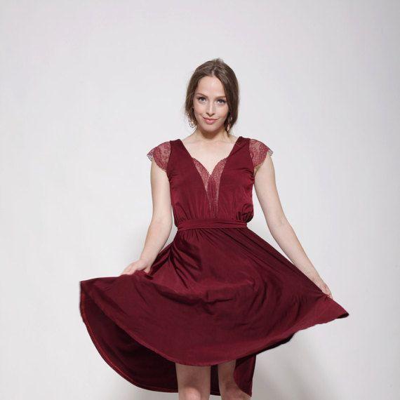 Longitud de la rodilla vestido de marrón, escote de encaje y mangas, falda de forma de campana