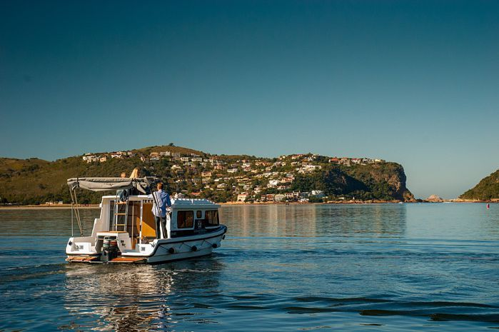 Geniet jou vakansie by Knysna se beeldskone riviermonding in die volledig toegeruste Knysna Houseboats.