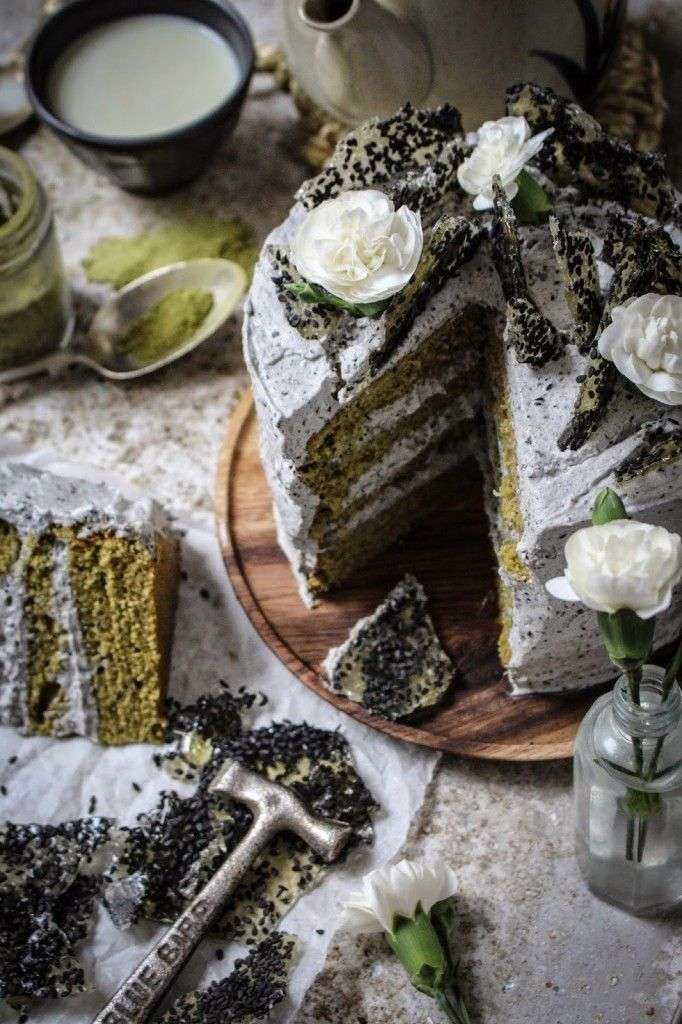 this cake has layers of matcha green tea and vanilla cake with black sesame vanilla frosting. i made a black sesame paste from ground up sesame seeds and mixed in some sesame oil but you can use st…