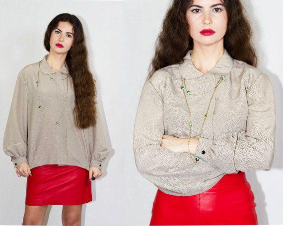 Camisa vintage beige con topitos. 80's. Talla M aprox. Hecha en España. Cuello bebé. Hecha a mano por modista.