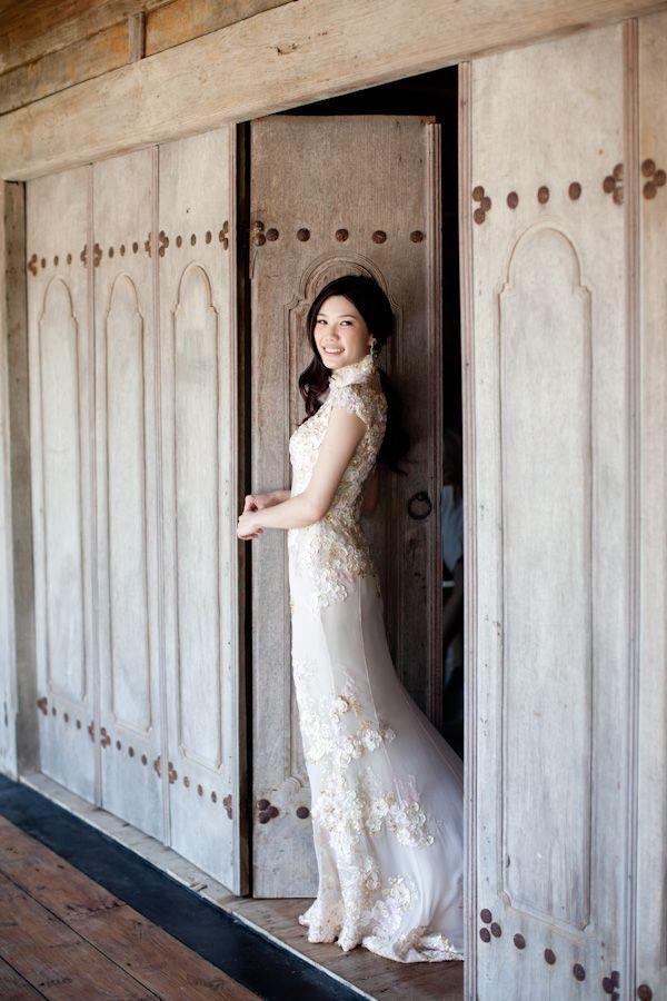 How absolutely stunning is this lace dress?!  #laceweddingdress #baliweddingdress