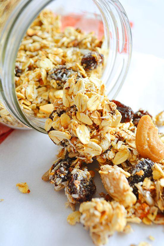 GRANOLA CASERA SIN HORNO http://www.postressaludables.com/postres-saludables-2/granola-casera-en-menos-de-15-minutos-y-sin-horno/