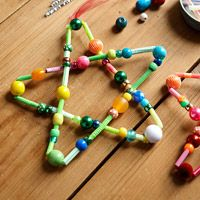 Easy star ornament for kids #diy #pipecleaners #christmas #ornaments #kids #crafts #christmasparty #holidaydecor