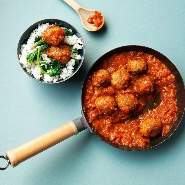 Elke week delen we een lekker recept van onze vrienden van ZTRDG.NL. Deze keer: Spaanse gehaktballetjes in tomatensaus. Lekker met jasmijnrijst en geroerbakte spinazie! Spaanse gehaktballetjes: alsof
