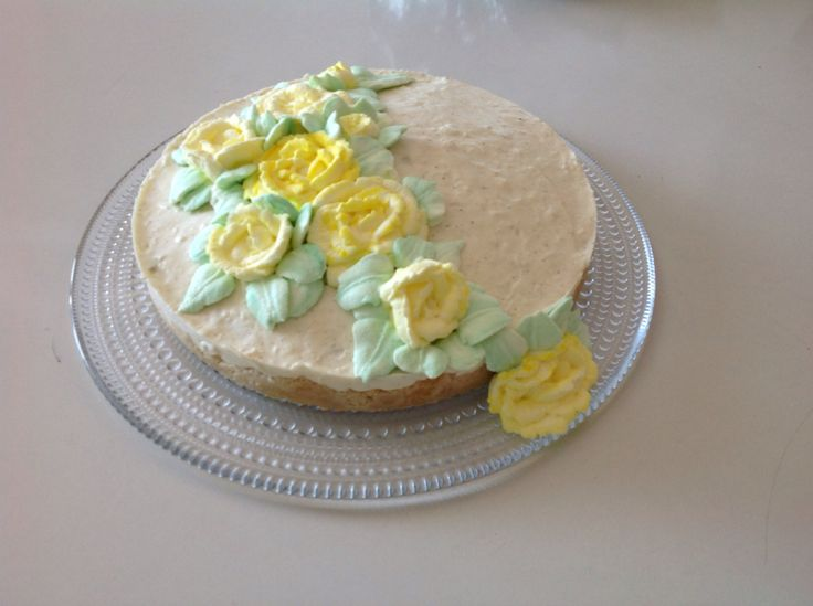 Cream roses practice run on a mother's day cake