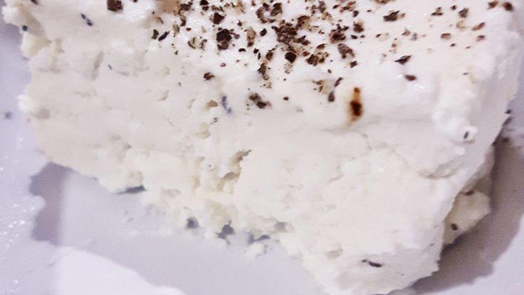 Paneer Jest to biały serek pochodzący z Indii. Jest łagodny w smaku i bardzo prosty w przygotowaniu. Z 2 litrów mleka otrzymamy ok 40 dag sera. Paneer po przygotowaniu nadaje …