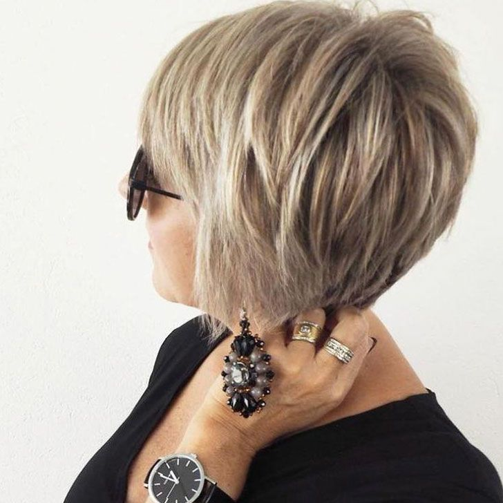 40 Chic And Classy Short Hairstyles For Women Over 50 Short Layered Bob Hairstyles Hair Styles Modern Hairstyles