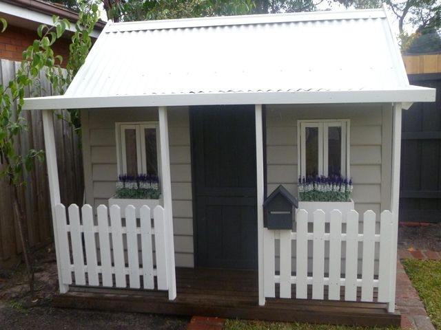 Love the weatherboard cubby!