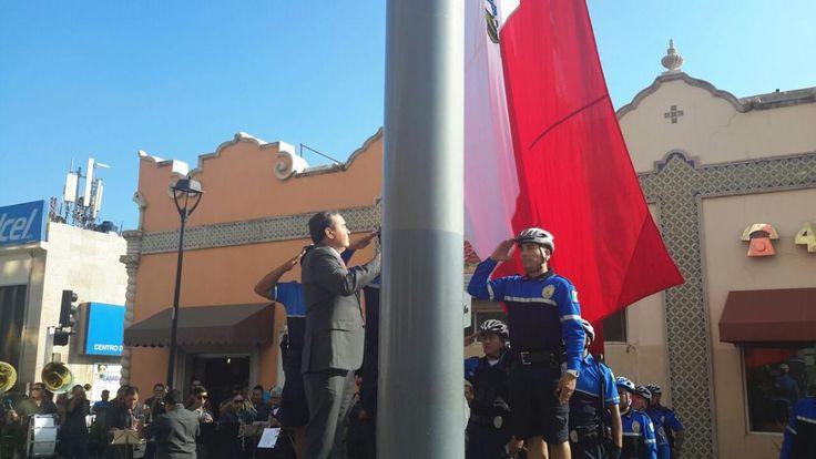 Encabeza Garfio izamiento de bandera en el mes patrio | El Puntero