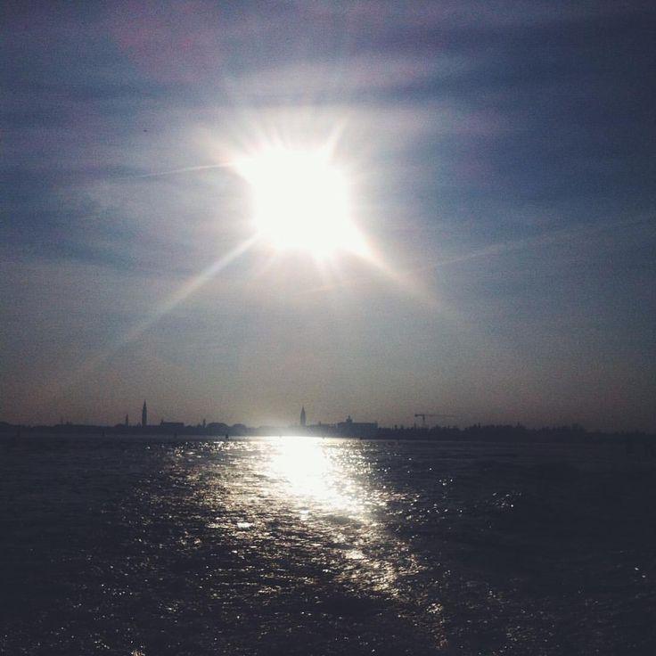 Luce veneziane, andando a Mazzorbo. #venezia #laguna #simplebeauty  (à Venezia, Italia)