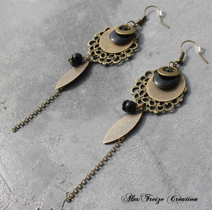 Bijou Créateur - Boucles d'oreilles pendantes bronze Intercalaires estampes Breloques sequins antiques chaînes et Sequins émaillés noir : Boucles d'oreille par alextreize-creation
