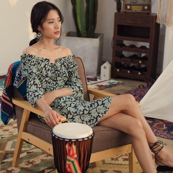 휴가 여왕 보헤미안 해변 리조트 해변 치마 단어 칼라 칼라 가슴 드레스 트럼펫 슬리브 짧은 치마